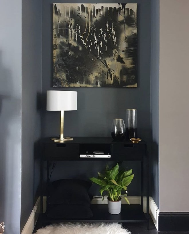 How to style your console table to achieve a minimal look